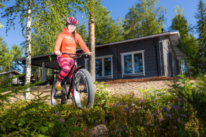 Karelia County Cottages Lakeside Swan and bicycle